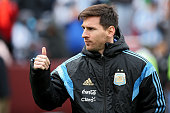 Lionel Messi of Argentina acknowledges the crowd before playing El Salvador during an International Friendly at FedExField on March 28 2015 in...