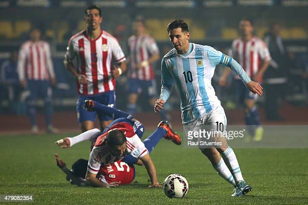 Lionel Messi of Argentina drives the ball during the 2015 Copa America Chile Semi Final match between Argentina and Paraguay at Ester Roa Rebolledo...