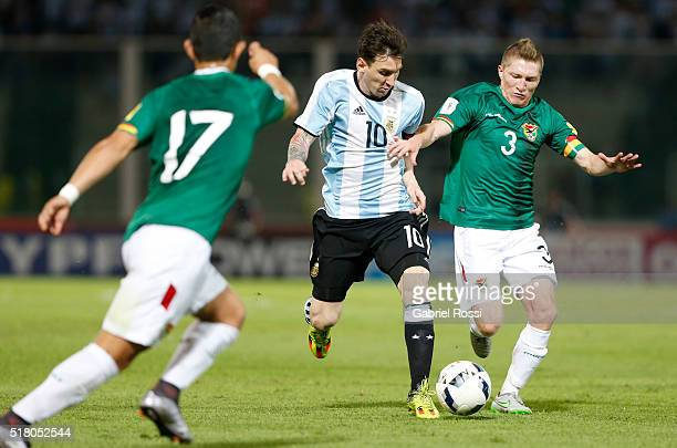 Lionel Messi of Argentina fights for the ball with Alejandro Chumacero of Bolivia during a match between Argentina and Bolivia as part of FIFA 2018...