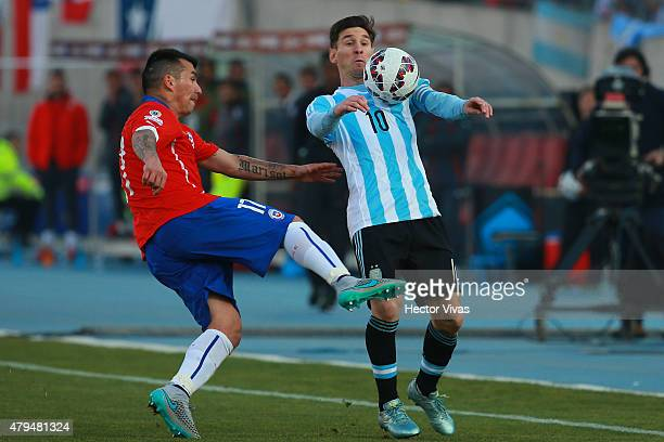 Lionel Messi of Argentina fights for the ball with Gary Medel of Chile during the 2015 Copa America Chile Final match between Chile and Argentina at...