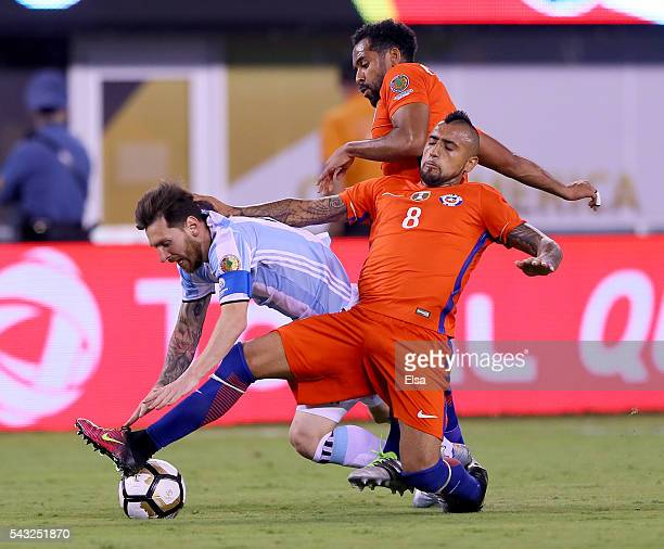 Lionel Messi of Argentina is surrounded by Jean Beausejour and Arturo Vidal of Chile during the Copa America Centenario Championship match at MetLife...