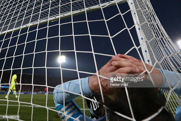 Lionel Messi of Argentina laments after his teammate Gonzalo Higuain missing a chance at goal during the 2015 Copa America Chile Final match between...