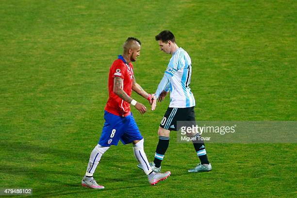 Lionel Messi of Argentina shakes ands with Arturo Vidal of Chile during the 2015 Copa America Chile Final match between Chile and Argentina at...