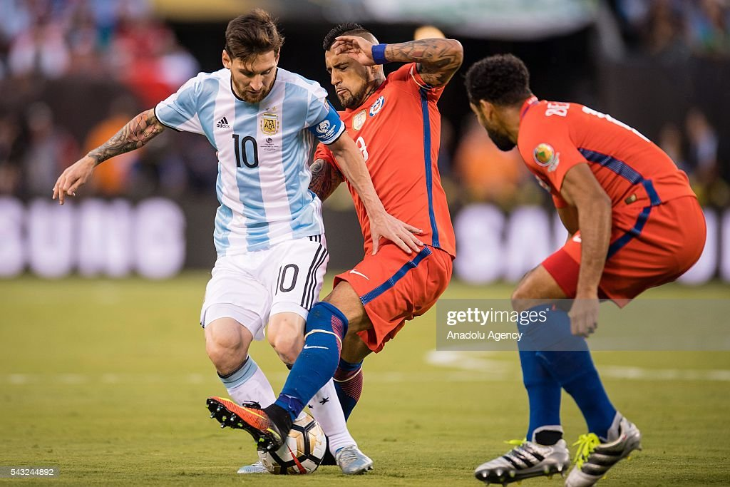 Lionel Messi (L) of Argentina struggle for the ball against Arturo Vidal (R) of Chile during the championship match between Argentina and Chile at MetLife Stadium as part of Copa America Centenario 2016 on June 26, 2016 in East Rutherford, New Jersey, USA.