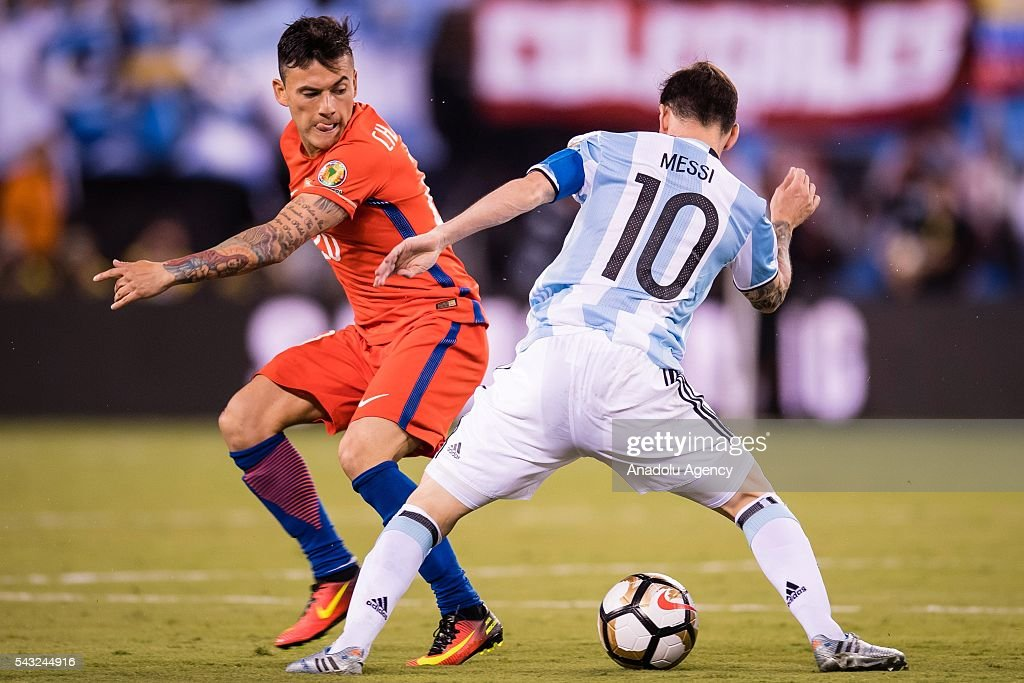Lionel Messi (R) of Argentina struggle for the ball against Charles Aranguiz (L) of Chile during the championship match between Argentina and Chile at MetLife Stadium as part of Copa America Centenario 2016 on June 26, 2016 in East Rutherford, New Jersey, USA.
