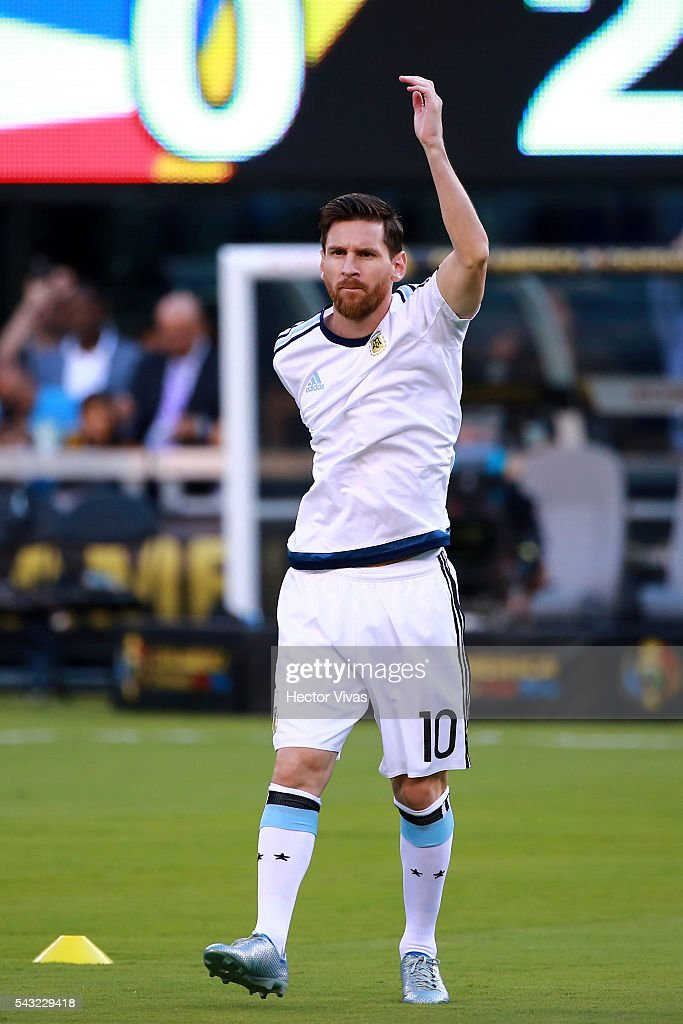 <a gi-track='captionPersonalityLinkClicked' href=/galleries/search?phrase=Lionel+Messi&family=editorial&specificpeople=453305 ng-click='$event.stopPropagation()'>Lionel Messi</a> of Argentina warms up prior the championship match between Argentina and Chile at MetLife Stadium as part of Copa America Centenario US 2016 on June 26, 2016 in East Rutherford, New Jersey, US.