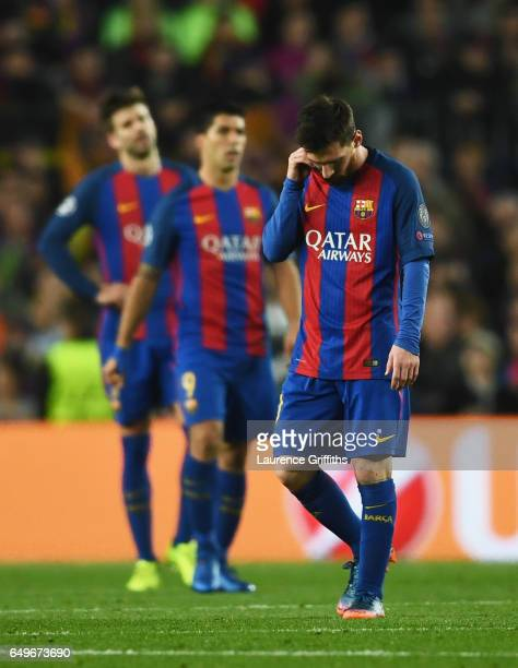 Lionel Messi of Barcelona and team mates look dejected during the UEFA Champions League Round of 16 second leg match between FC Barcelona and Paris...