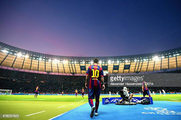 Lionel Messi of Barcelona enters the field for the UEFA Champions League Finale between Juventus Turin and FC Barcelona at Olympiastadion on June 6...