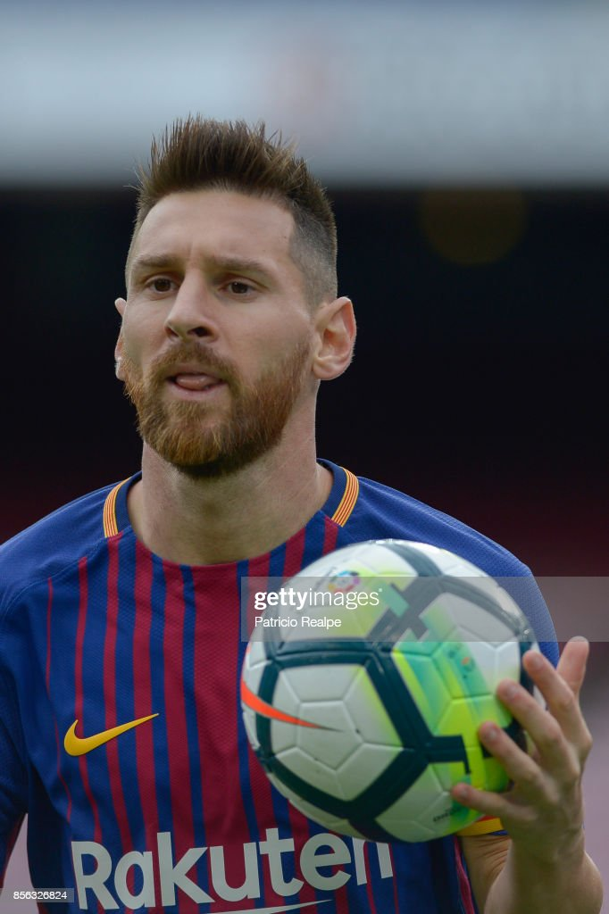 Lionel Messi of Barcelona holds the ball during the La Liga match between Barcelona and Las Palmas at Camp Nou on October 1, 2017 in Barcelona, Spain.