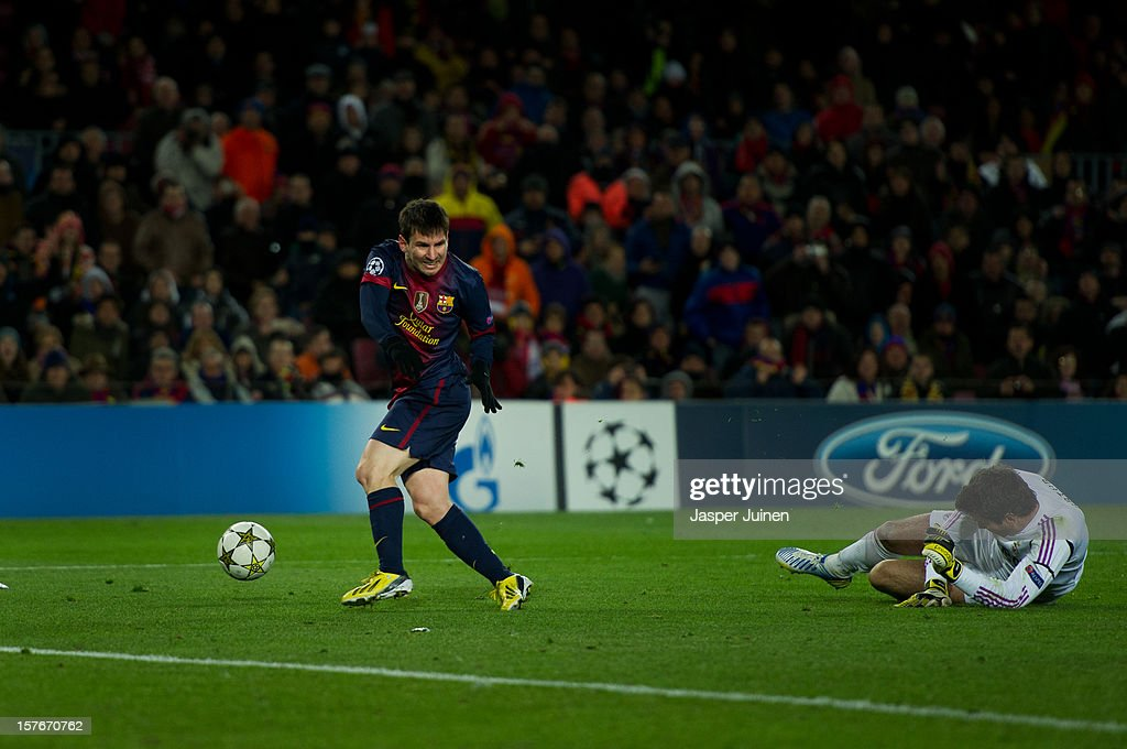Lionel Messi (L) of Barcelona injures himself while trying to score his record goal after passing by goalkeeper Artur of SL Benfica during the UEFA Champions League Group G match between FC Barcelona and SL Benfica at the Camp Nou stadium on December 5, 2012 in Barcelona, Spain. Messi was taken off the pitch.