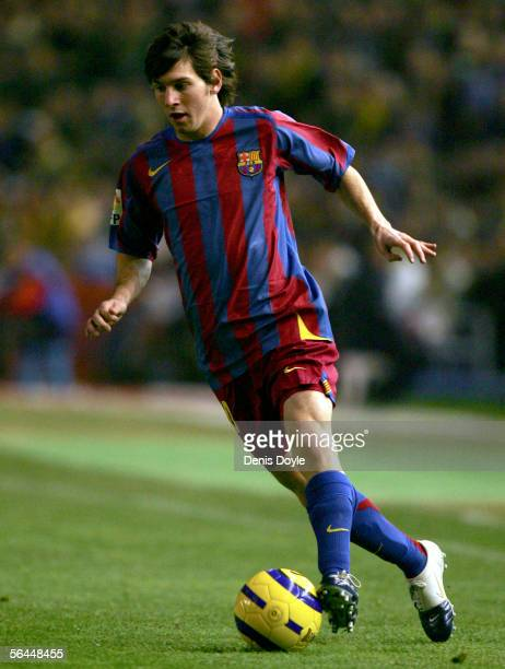 Lionel Messi of Barcelona plays the ball during a Primera Liga match between Cadiz and FC Barcelona on December 17 2005 at the Ramon de Carranza...