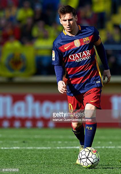Lionel Messi of Barcelona runs with the ball during the La Liga match between Villarreal CF and FC Barcelona at El Madrigal on March 20 2016 in...
