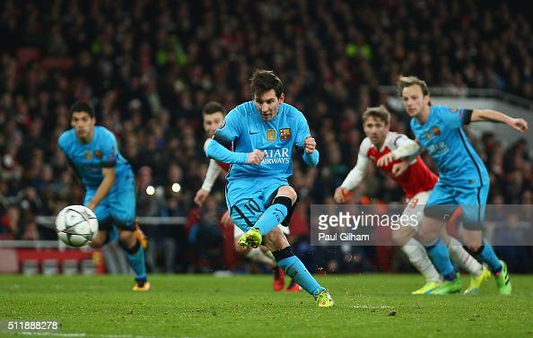 Lionel Messi of Barcelona scores a penalty during the UEFA Champions League round of 16 first leg match between Arsenal and Barcelona on February 23...