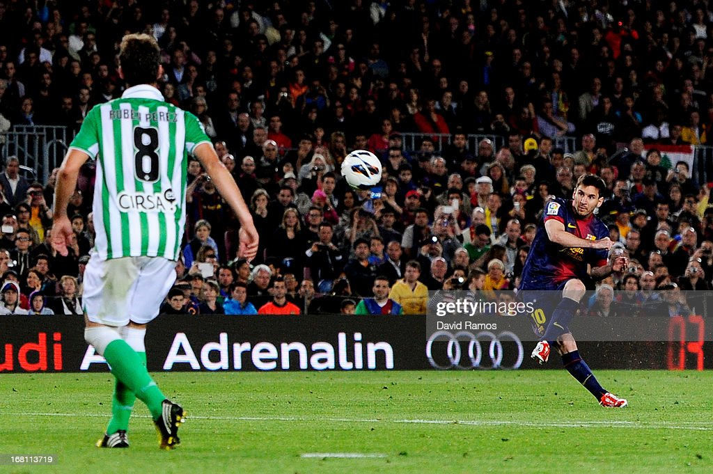 Lionel Messi of Barcelona scores his team's third goal with a free kick during the La Liga match between FC Barcelona and Real Betis Balompie at Camp...