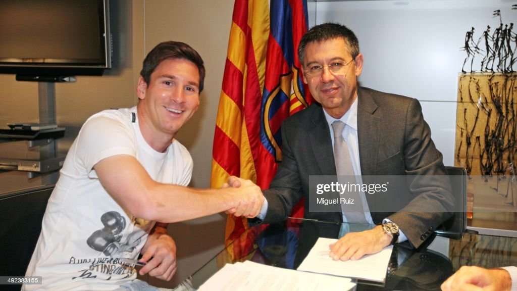 Lionel Messi Signs New Contract With FC Barcelona : News Photo