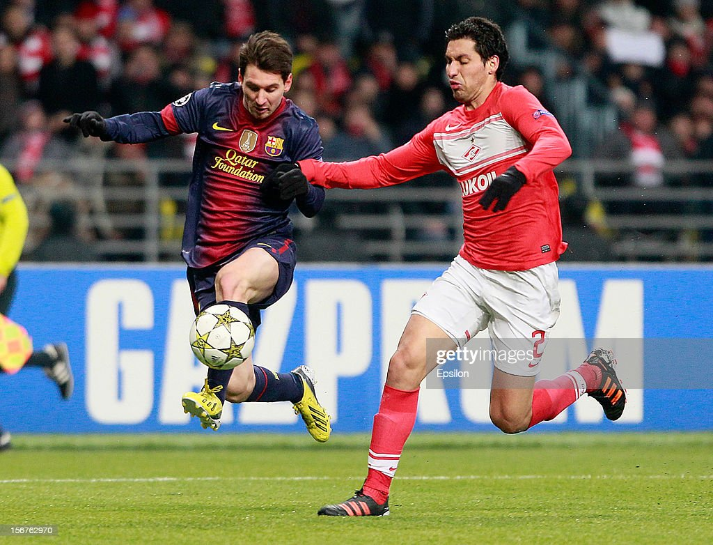 <a gi-track='captionPersonalityLinkClicked' href=/galleries/search?phrase=Lionel+Messi&family=editorial&specificpeople=453305 ng-click='$event.stopPropagation()'>Lionel Messi</a> (L) of FC Barcelona battles for the ball with Juan Insaurralde of FC Spartak Moscow during the UEFA Champions League group G match between FC Spartak Moscow and FC Barcelona at the Luzhniki Stadium on November 20, 2012 in Moscow, Russia.
