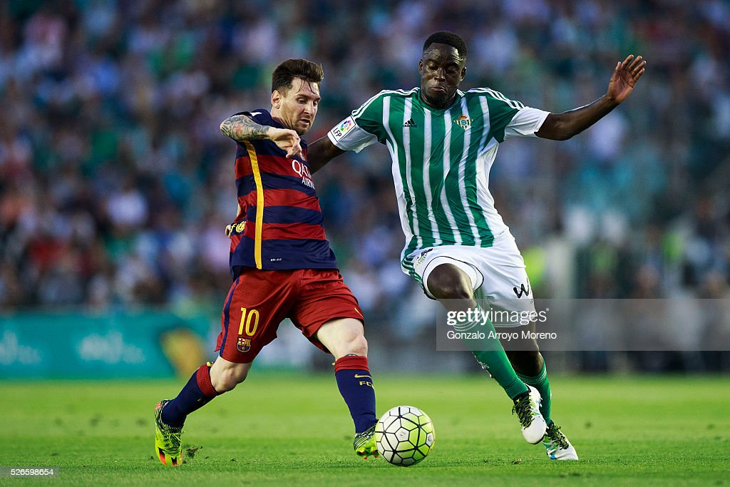 <a gi-track='captionPersonalityLinkClicked' href=/galleries/search?phrase=Lionel+Messi&family=editorial&specificpeople=453305 ng-click='$event.stopPropagation()'>Lionel Messi</a> (L) of FC Barcelona competes for the ball with Alfred N Diaye (R) of Real Betis Balompie during the La Liga match between Real Betis Balompie and FC Barcelona at Estadio Benito Villamarin on April 30, 2016 in Seville, Spain.