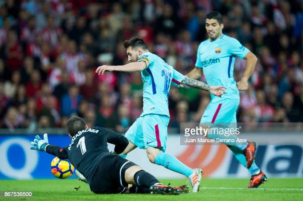 Lionel Messi of FC Barcelona competes for the ball with Kepa Arrizabalaga of Athletic Club during the La Liga match between Athletic Club Bilbao and...