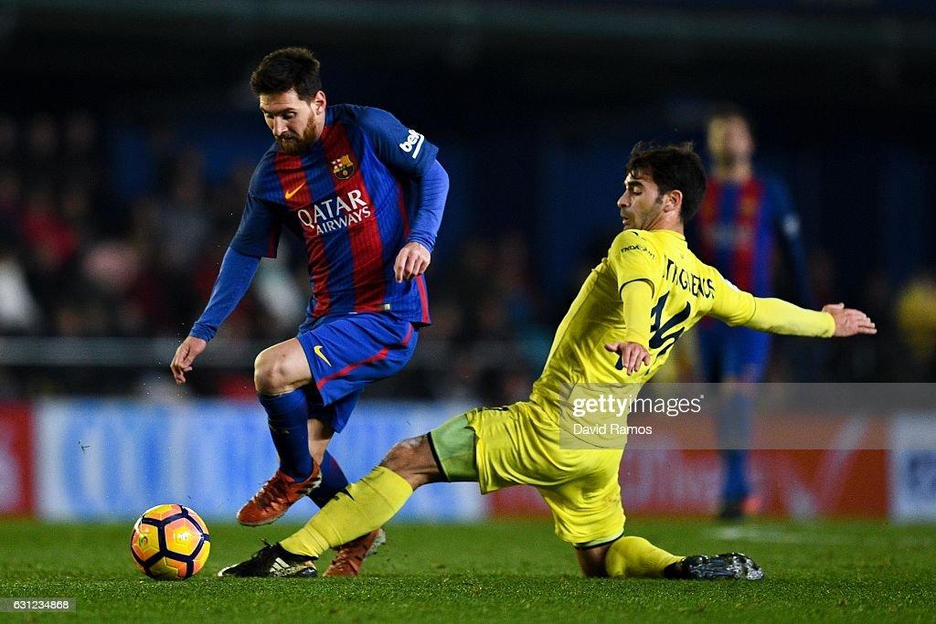 Lionel Messi of FC Barcelona competes for the ball with Manu Trigueros of Villarreal CF during the La Liga match between Villarreal CF and FC Barcelona at Estadio de la Ceramica stadium on January 8, 2017 in Villarreal, Spain.