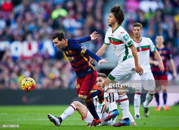 Lionel Messi of FC Barcelona controls the ball between Ruben Rochina and Diego Mainz of Granada CF during the La Liga match between FC Barcelona and...