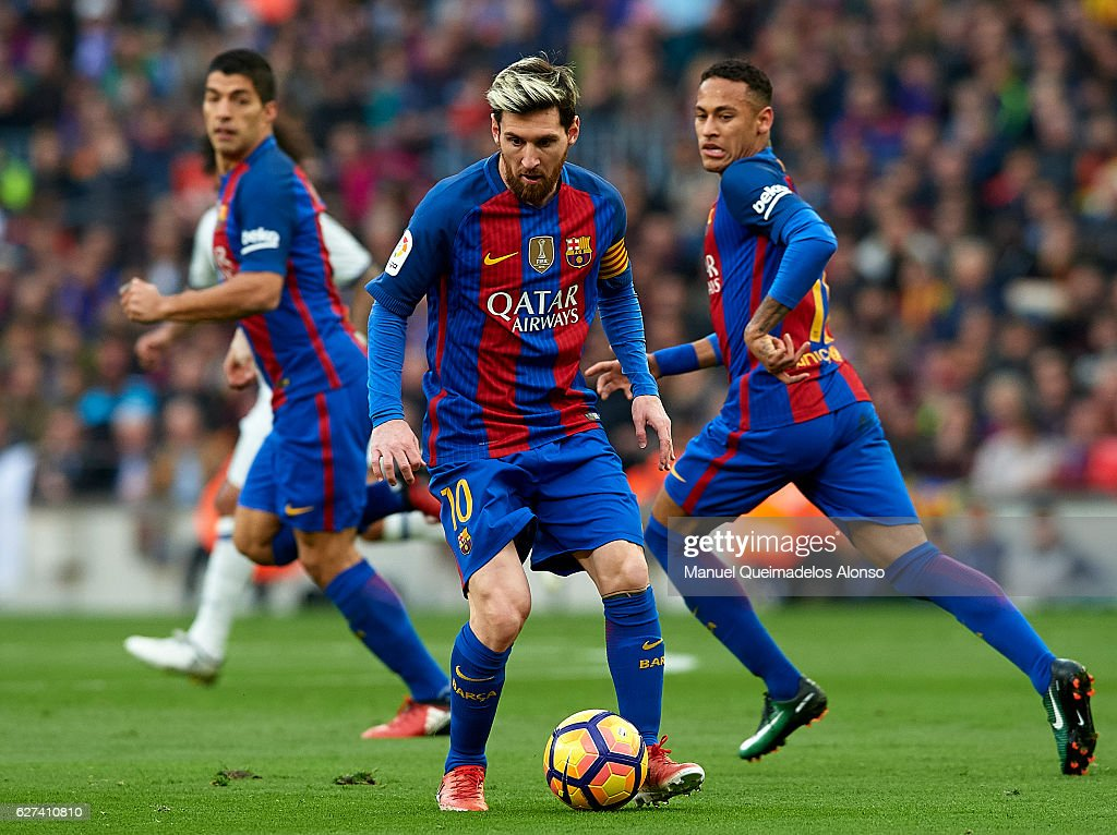 Lionel Messi of FC Barcelona controls the ball during the La Liga match between FC Barcelona and Real Madrid CF at Camp Nou stadium on December 03...