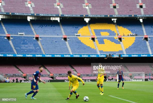Lionel Messi of FC Barcelona plays the ball during the La Liga match between Barcelona and Las Palmas at Camp Nou on October 1 2017 in Barcelona...