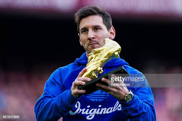 Lionel Messi of FC Barcelona poses the Golden Boot for scoring 46 goals last season prior to the La Liga match between FC Barcelona and Granda CF at...