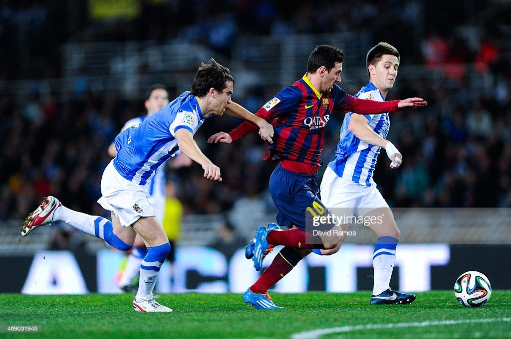 Lionel Messi of FC Barcelona runs with the ball to score against Mikel Gonzalez Martinez and Gaztanaga of Real Sociedad during the Copa del Rey Semi...