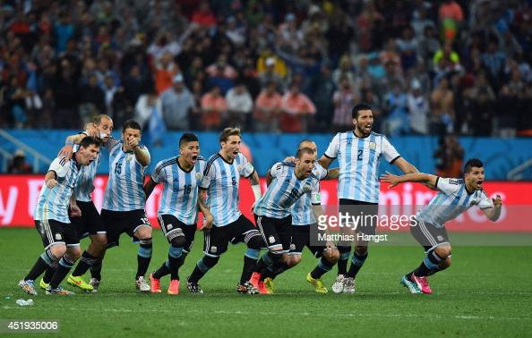 Lionel Messi Pablo Zabaleta Martin Demichelis Marcos Rojo Lucas Biglia Javier Mascherano Rodrigo Palacio Ezequiel Garay and Sergio Aguero of...