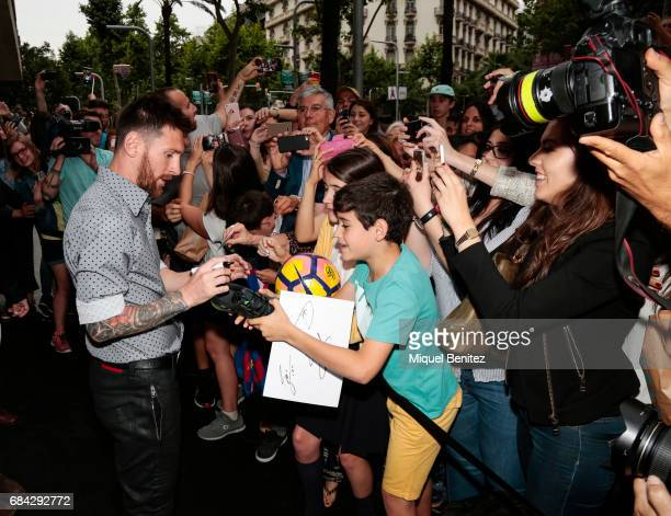 Lionel Messi signing autographs during the Sarkany Shoes Boutique Openeing in Barcelona on May 17 2017 in Barcelona Spain