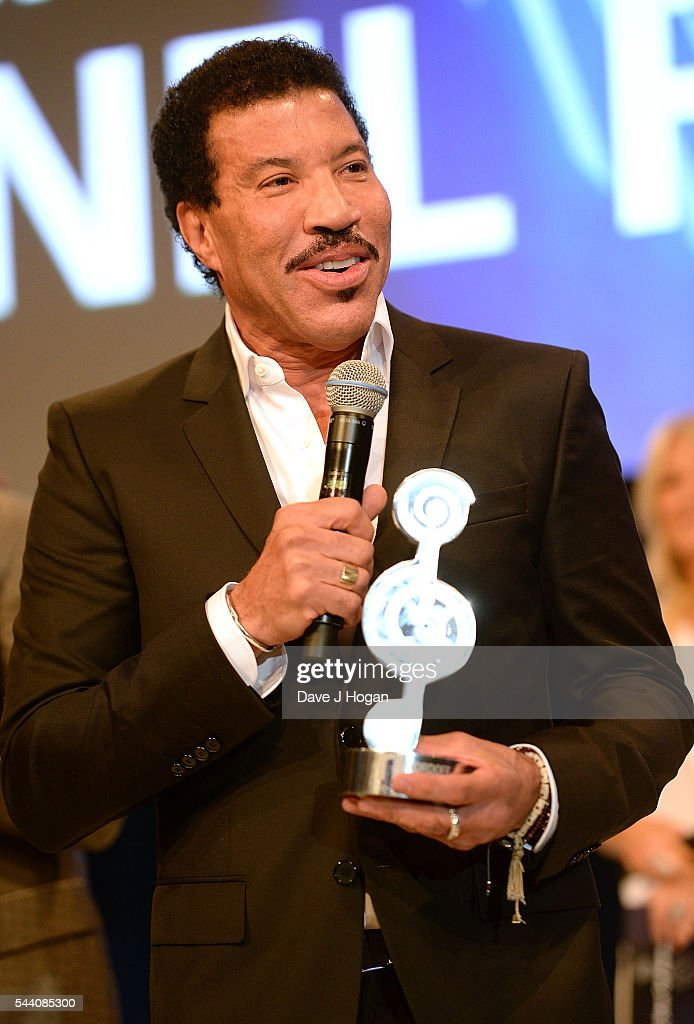 Lionel Richie accepts the O2 Silver Clef Award during the Nordoff Robbins O2 Silver Clef Awards on July 1, 2016 in London, United Kingdom.