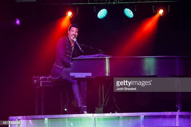 Lionel Richie performs at the 2014 Essence Music Festival on July 6 2014 in New Orleans Louisiana
