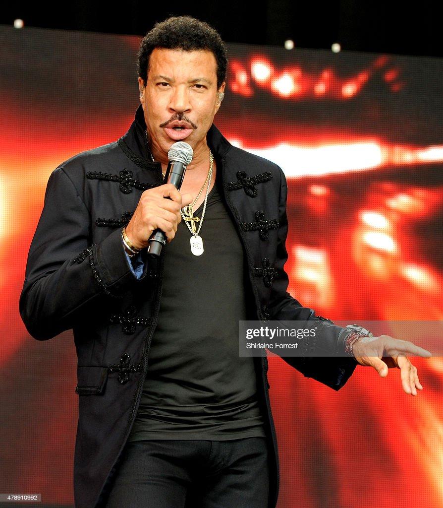 Lionel Richie performs at the Glastonbury Festival at Worthy Farm, Pilton on June 28, 2015 in Glastonbury, England.