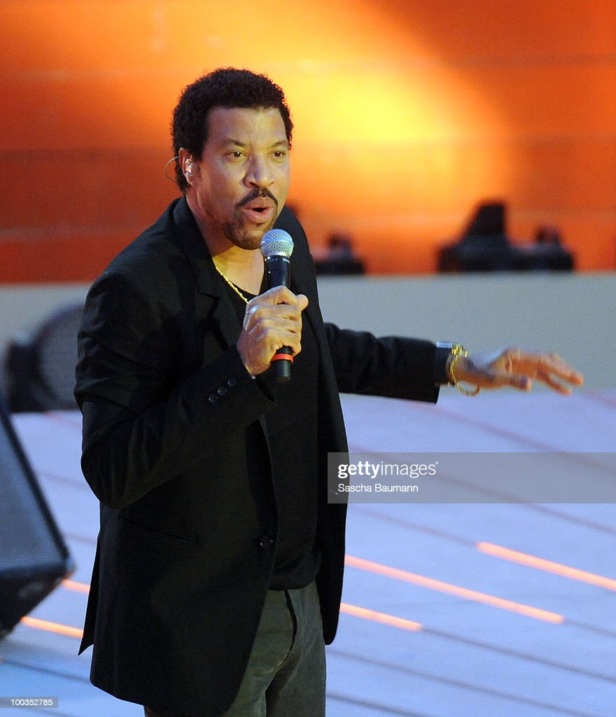 Lionel Richie performs during the Wetten Dass...? Summer Edition on May 23, 2010 in Palma de Mallorca, Spain.