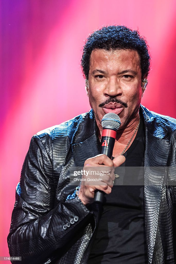 <a gi-track='captionPersonalityLinkClicked' href=/galleries/search?phrase=Lionel+Richie&family=editorial&specificpeople=204139 ng-click='$event.stopPropagation()'>Lionel Richie</a> performs on stage at British Summer Time Festival at Hyde Park on July 14, 2013 in London, England.