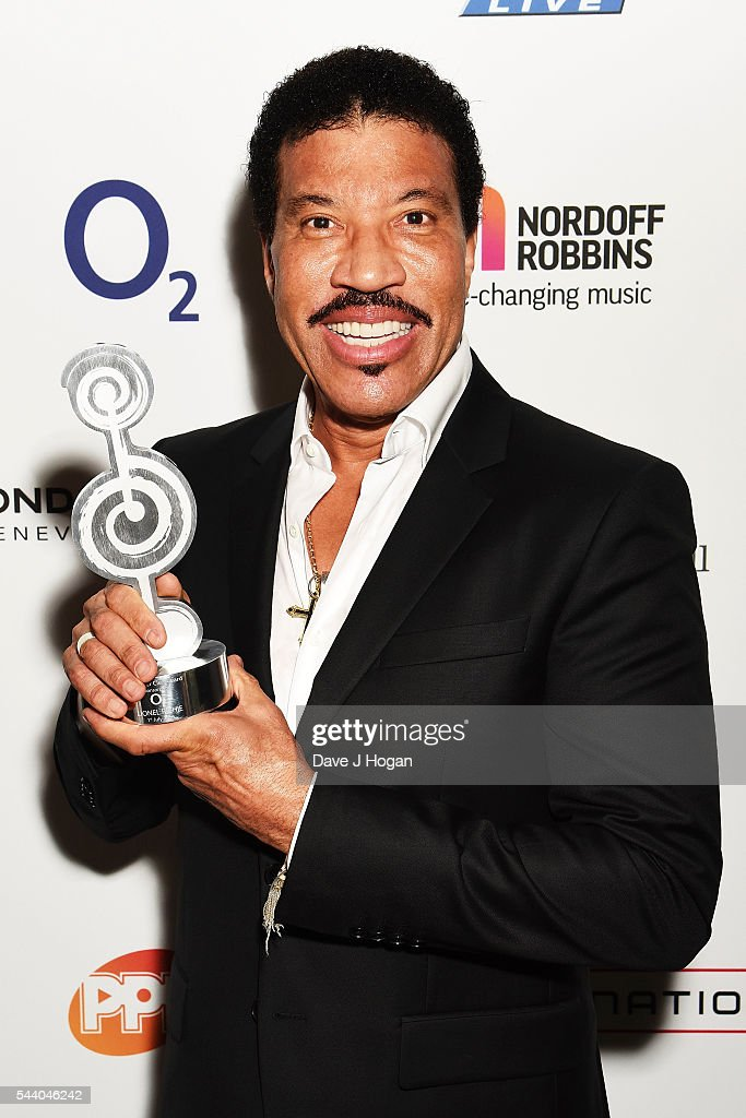 <a gi-track='captionPersonalityLinkClicked' href=/galleries/search?phrase=Lionel+Richie&family=editorial&specificpeople=204139 ng-click='$event.stopPropagation()'>Lionel Richie</a> poses with the O2 Silver Clef Award during the Nordoff Robbins O2 Silver Clef Awards on July 1, 2016 in London, United Kingdom.