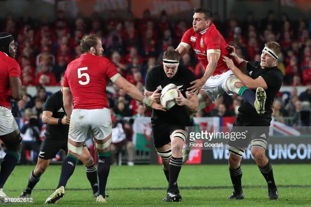 Lions captain Sam Warburton gets between Brodie Retallick and Sam Cane of the All Blacks during the Test match between the New Zealand All Blacks and...