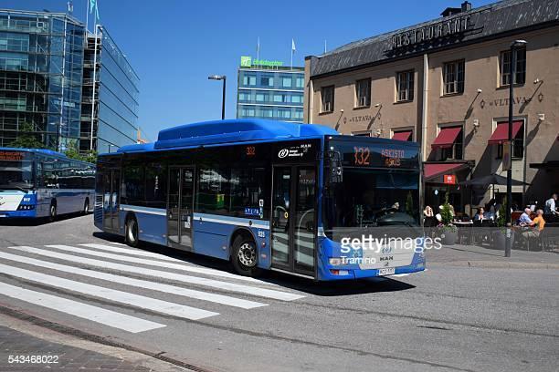 Uomo Leone della città CNG autobus sulla strada
