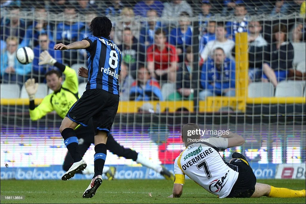 Lior Refaelov #8 of Club Brugge KV scores past Sporting Lokeren goaklkeeper Jugoslav Lazic during the Jupiler Pro League play-off 1 match between Club Brugge and Sporting Lokeren on May 5, 2013 in Brugge, Belgium.