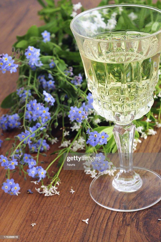 Likörglas süße woodruff punch (Galium odoratum) : Stock-Foto