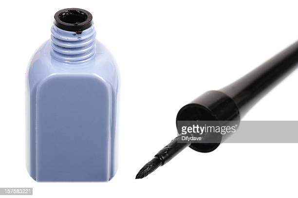 Liquid Eyeliner And Brush On White