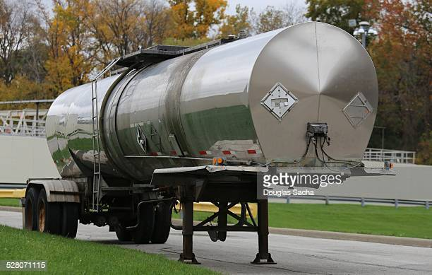 Liquid tank trailer