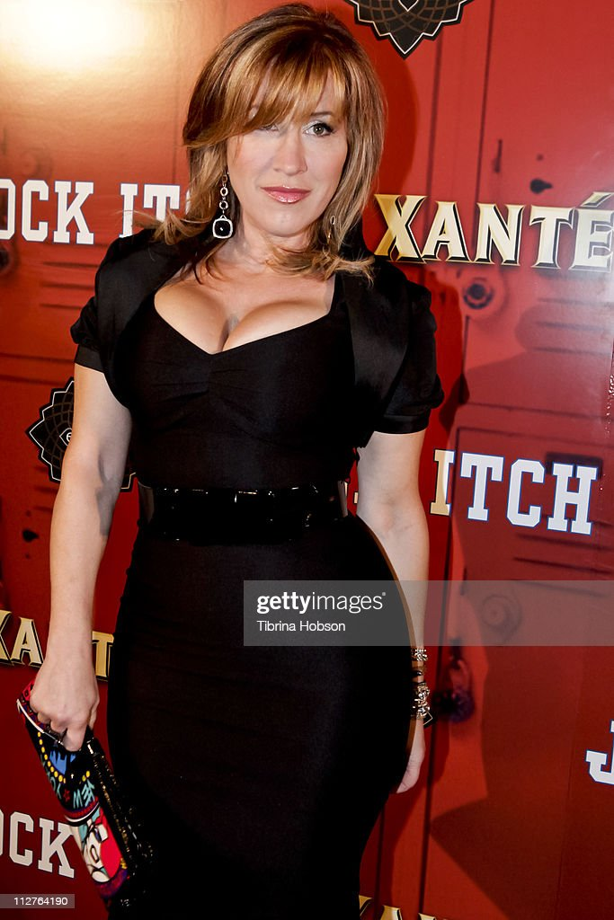 <a gi-track='captionPersonalityLinkClicked' href=/galleries/search?phrase=Lisa+Ann+Walter&family=editorial&specificpeople=584600 ng-click='$event.stopPropagation()'>Lisa Ann Walter</a> arrives to the 'Jock Itch' Book Release Party at Eden on April 20, 2011 in Hollywood, California.