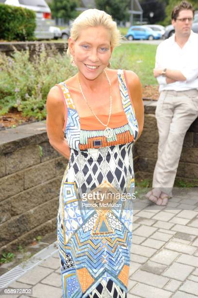 Lisa de Kooning attends THE WATERMILL CONCERT 2009 'Last Song of Summer' at Filed House of Ross School on August 29 2009 in Bridgehampton NY