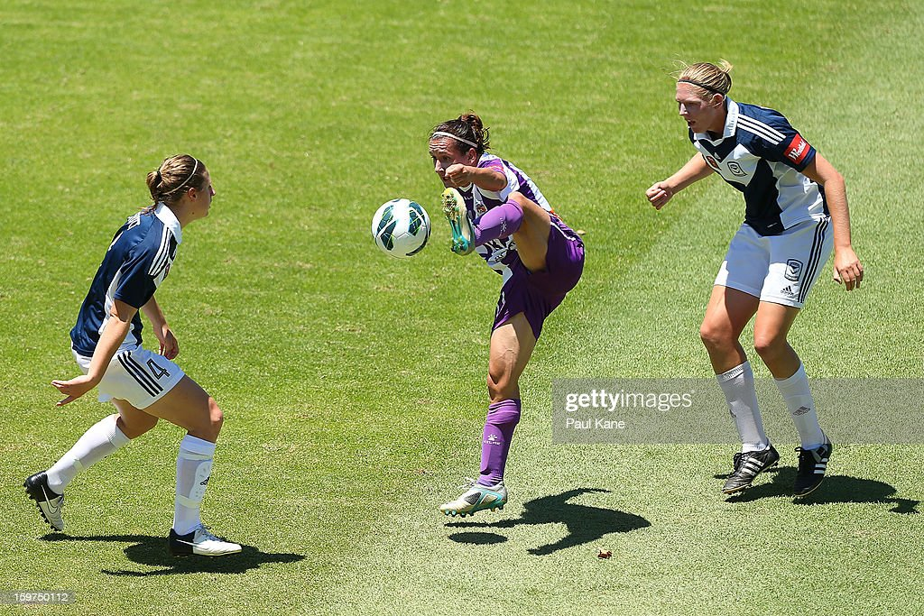 Lisa De Vanna of the Glory traps the ball against Rebekah Stott and Maika Ruyter-Hooley of the Victory during the W-League Semi Final match between Perth Glory and Melbourne Victory at nib Stadium on January 20, 2013 in Perth, Australia.