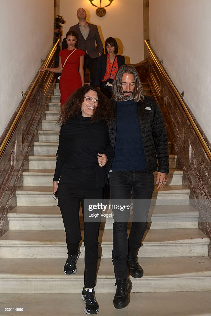 <a gi-track='captionPersonalityLinkClicked' href=/galleries/search?phrase=Lisa+Edelstein&family=editorial&specificpeople=216555 ng-click='$event.stopPropagation()'>Lisa Edelstein</a> and Robert Russell participate in the Creative Coalition��s Arts Team Arts Day on the Hill to focus national leaders on the efficacy of the arts at the U.S. Captiol on April 29, 2016 in Washington, DC.