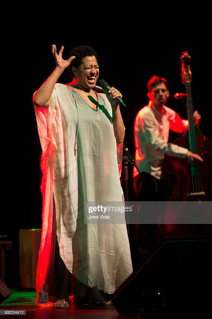 <a gi-track='captionPersonalityLinkClicked' href=/galleries/search?phrase=Lisa+Fischer&family=editorial&specificpeople=2034470 ng-click='$event.stopPropagation()'>Lisa Fischer</a> performs on stage at Sala Barts on May 18, 2016 in Barcelona, Spain.