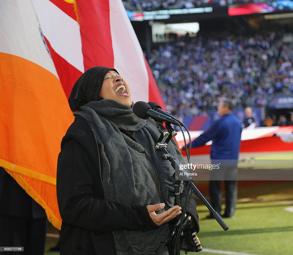 <a gi-track='captionPersonalityLinkClicked' href=/galleries/search?phrase=Lisa+Fischer&family=editorial&specificpeople=2034470 ng-click='$event.stopPropagation()'>Lisa Fischer</a> performs the National Anthem when she attends the New York Jets at New York Giants game at MetLife Stadium on December 6, 2015 in East Rutherford, New Jersey.