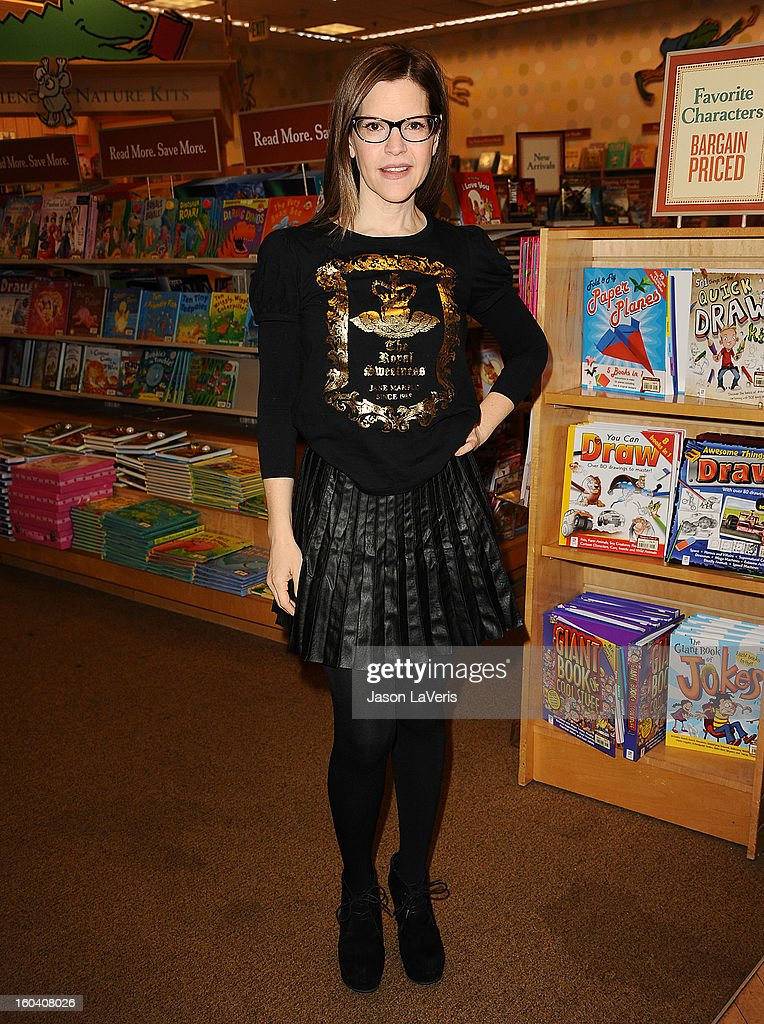 Lisa Loeb performs songs and signs her new CD 'No Fairy Tale' at Barnes & Noble bookstore at The Grove on January 30, 2013 in Los Angeles, California.