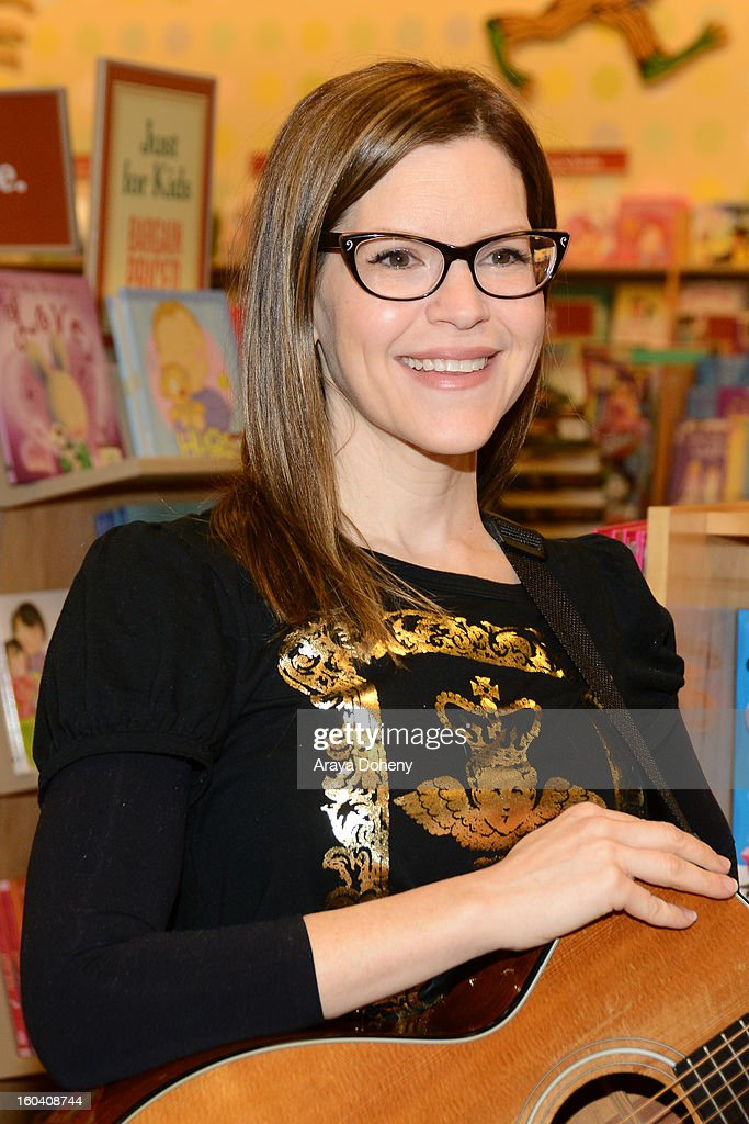 <a gi-track='captionPersonalityLinkClicked' href=/galleries/search?phrase=Lisa+Loeb&family=editorial&specificpeople=718615 ng-click='$event.stopPropagation()'>Lisa Loeb</a> performs songs and signs her new CD 'No Fairy Tale' at Barnes & Noble bookstore at The Grove on January 30, 2013 in Los Angeles, California.